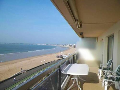 . Apartment with 2 bedrooms in La BauleEscoublac with wonderful sea view furnished terrace and WiFi 5 m from the beach