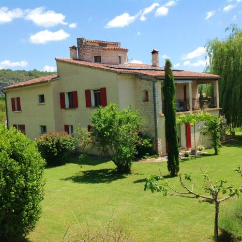 . Apartment with 4 bedrooms in Quinson with shared pool furnished garden and WiFi
