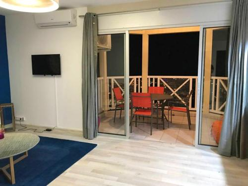 . Apartment with one bedroom in Saint Denis with wonderful sea view terrace and WiFi 25 km from the beach