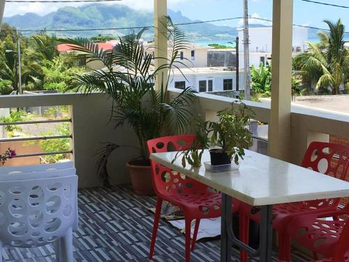 . Apartment with 2 bedrooms in Mahebourg with wonderful sea view enclosed garden and WiFi 300 m from the beach