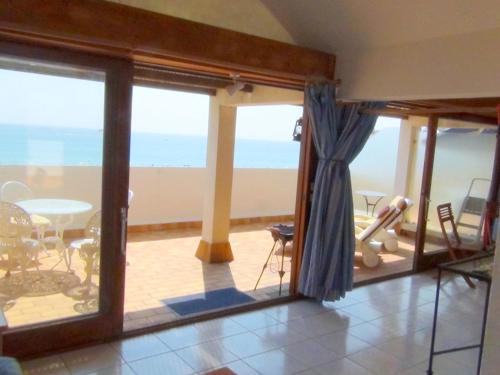 . Apartment with one bedroom in Saint Cyprien with wonderful sea view and furnished balcony 200 m from the beach