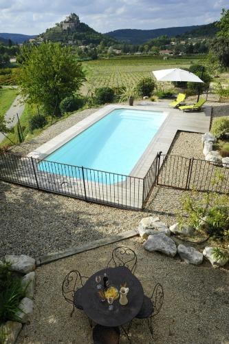 House with 3 bedrooms in Entrechaux with private pool and furnished terrace 20 km from the slopes