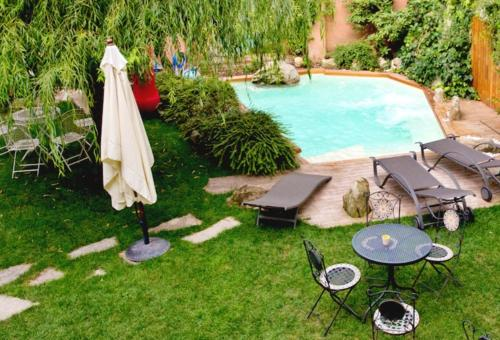 . Studio in Piazza with shared pool enclosed garden and WiFi 15 km from the slopes