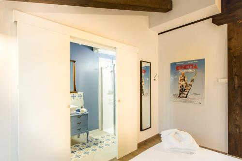 Double Room With Sloping Roof - single occupancy Hotel Teatrisso 6