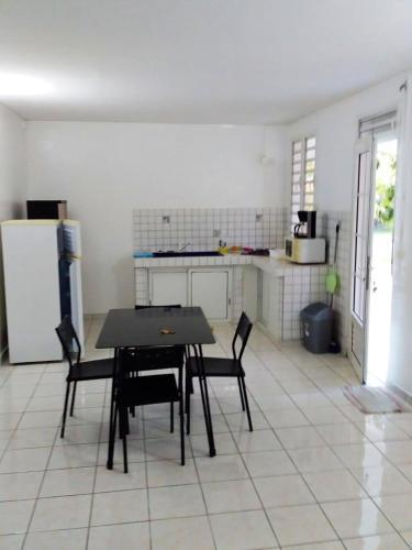 Maison de 2 chambres a Les Mangles avec jardin clos et WiFi a 8 km de la plage - Location saisonnière - Petit-Canal