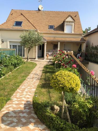 . Appartement de 3 chambres a Sannois avec jardin clos et WiFi