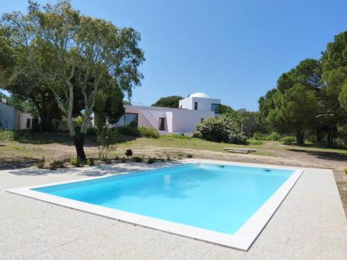Villa with 9 bedrooms in Sesimbra with wonderful sea view private pool furnished garden 2 km from the beach, Pension in Sesimbra