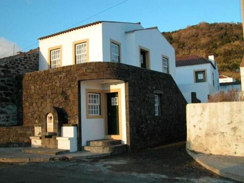 . Apartment with one bedroom in Lajes Do Pico with wonderful sea view terrace and WiFi