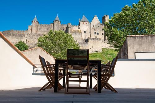 La terrasse de La Tour Pinte. - Location saisonnière - Carcassonne