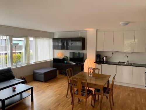 Moderne leilighet i barnevennlig område sentralt - Hotel - Kristiansand