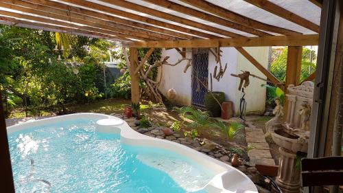 Apartment with one bedroom in Le lamentin, with shared pool, enclosed garden and WiFi - 9 km from th