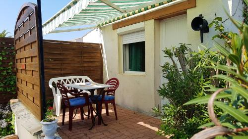 . Studio in Le GrandVillagePlage with enclosed garden and WiFi 1 km from the beach