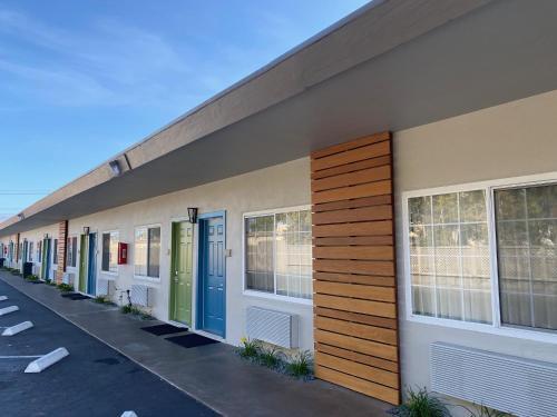 Super 8 by Wyndham Monterey - Monterey, CA CA 93940