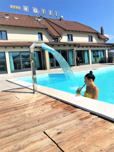 16 Lakes Hotel, 47246 Grabovac