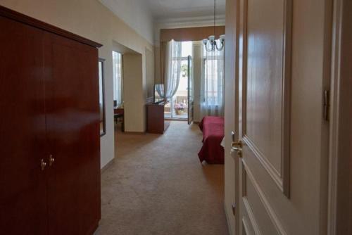 Room #8717019