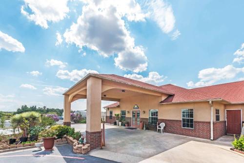 . Days Inn by Wyndham Gainesville