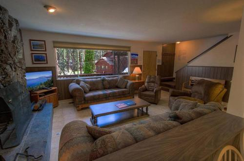 Foothill Folly by Lake Tahoe Accommodations - Zephyr Cove