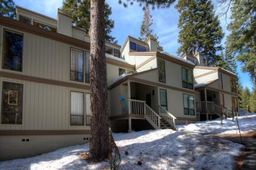 Spiral Staircase by Lake Tahoe Accommodations - Hotel - Kings Beach