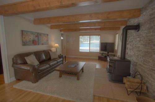 Glenwood Getaway by Lake Tahoe Accommodations Main image 2