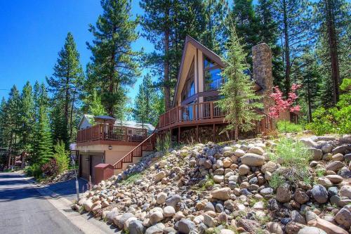 Rocky Top Retreat by Lake Tahoe Accommodations Main image 2