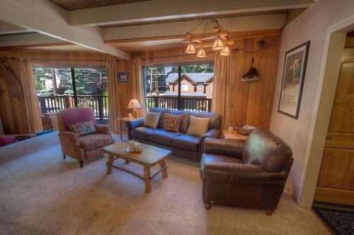 Rocky Top Retreat by Lake Tahoe Accommodations Main image 1