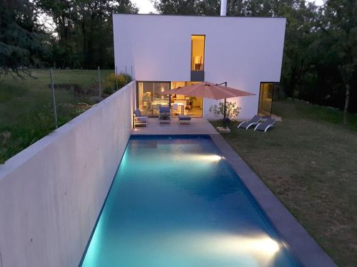 . Luxurious House near River in Boissieres