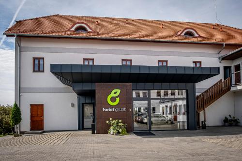 . Hotel Grunt