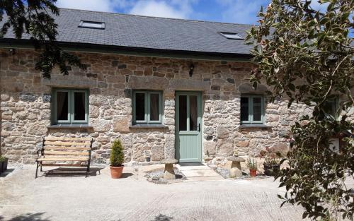 Wesley House Holidays - Quirky Cottage In 4 Private Acres, Redruth, Cornwall