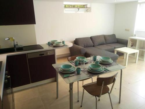. Apartment with 2 bedrooms in Waterloo with WiFi