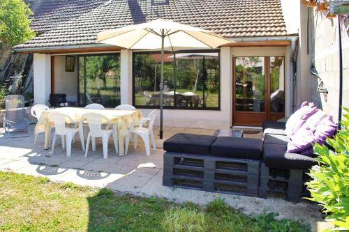 . House with 3 bedrooms in Cleyzieu with wonderful mountain view and furnished garden 30 km from the slopes