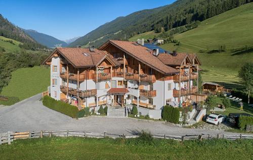 Apartments & Wellness Löfflerblick - Cadipietra / Steinhaus