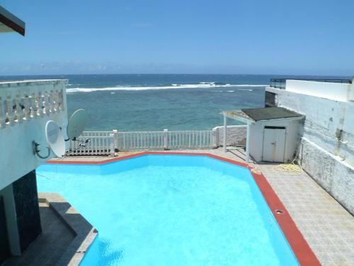 . Apartment with one bedroom in Saint Pierre with wonderful sea view shared pool furnished balcony 50 m from the beach