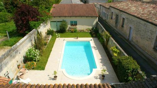 . Studio in Jonzac with shared pool enclosed garden and WiFi 50 km from the beach