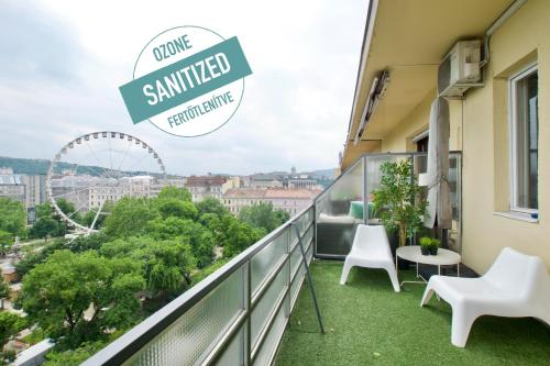 Standard Apartment by Hi5 - Incredible view with terrace, Ferienwohnung in Budapest