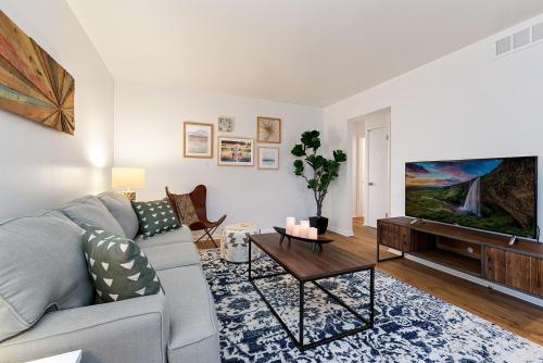 Ultimate Chill Zone, BBQ, Bikes, Pet Friendly!! - Apartment - Fort Collins