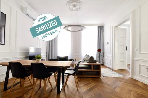 Luxury Apartment by Hi5 - Bazilika Suite, Pension in Budapest