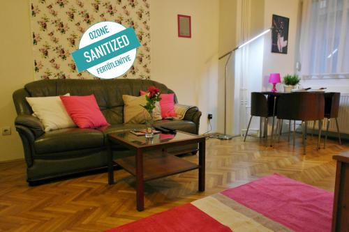 Standard Apartment by Hi5 - Petőfi 12, Pension in Budapest