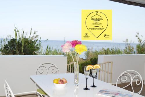 . Villa Ginestra sulla spiaggia di Stromboli