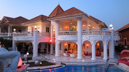 EMPIRE LAND Luxury Tropical Villa Pattaya Walking Street 4 Bedrooms EMPIRE LAND Luxury Tropical Villa Pattaya Walking Street 4 Bedrooms