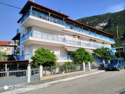 . Hotel Dellis