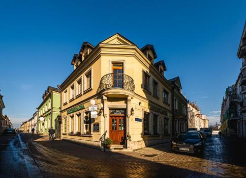 . Corner Pub