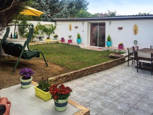 . Studio in Tremblay en France with enclosed garden and WiFi