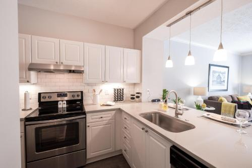 Hope St Downtown Luxury 30 day Rental Main image 2