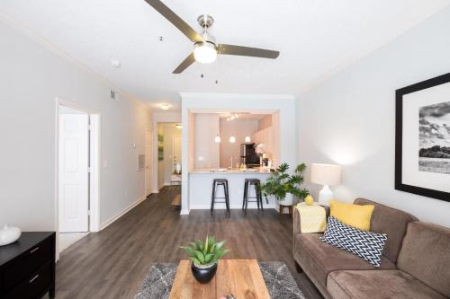 Hope St Downtown Luxury 30 day Rental Main image 1
