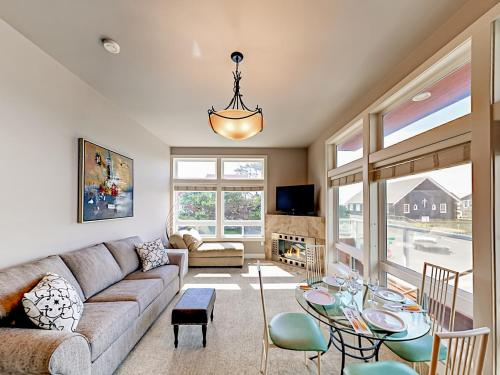 . Seaside Escape Townhouse (Stand Alone Upper Unit 3) Townhouse