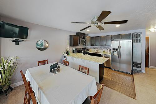 New Listing! Ski-In Ski-Out Condo with Hot Tub condo - Apartment - Zephyr Cove