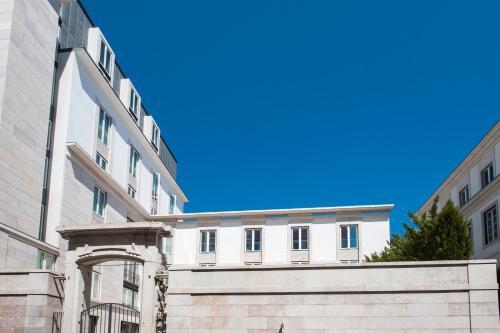 Lisbon Chiado Penthouse - image 4