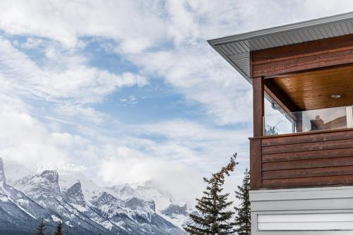 Canadian Rockies Chalets - Photo 4 of 40