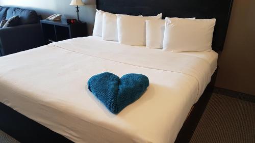 . Roadhouse 52 Inn & Suites