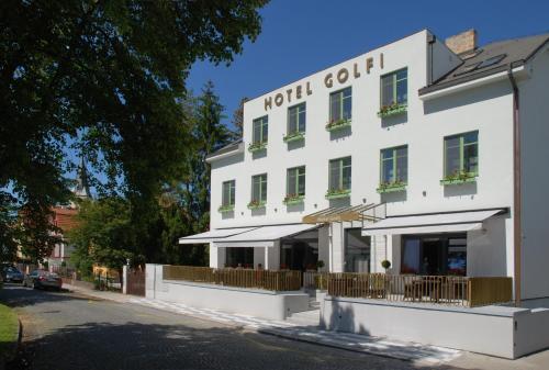 . Hotel Golfi